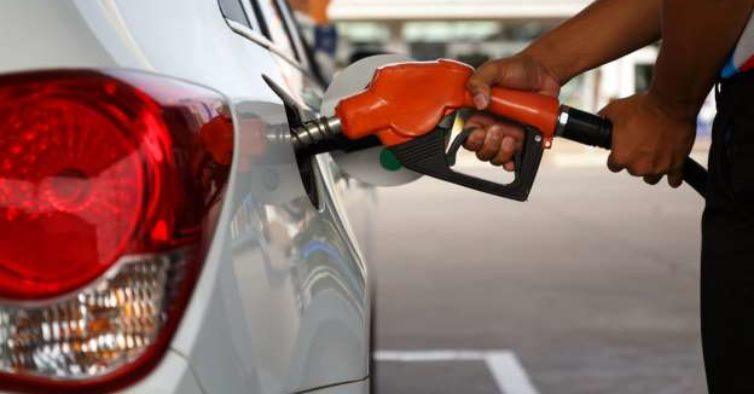 Governo francês vai dar um cheque combustível de 100€ a quem ganha menos de 2 mil