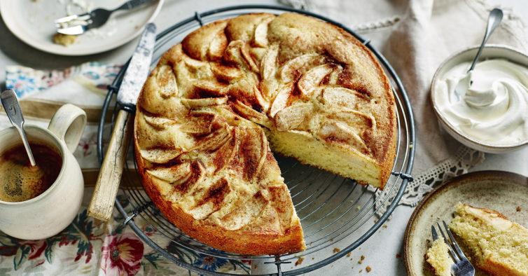 Este bolo de maçã delicioso (e sem glúten) prepara-se em 10 minutos