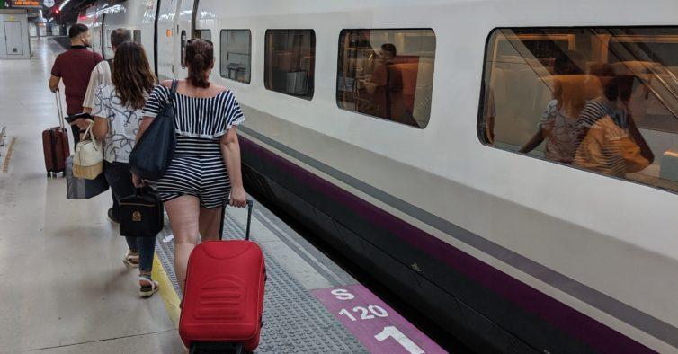 Estudo diz que não há ligação entre viagens de comboio e transmissão do coronavírus