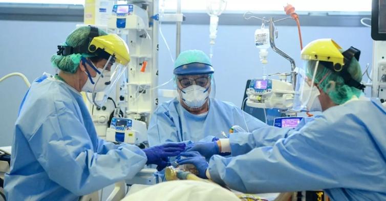 EUA passam barreira dos 200 mil mortos devido à Covid-19