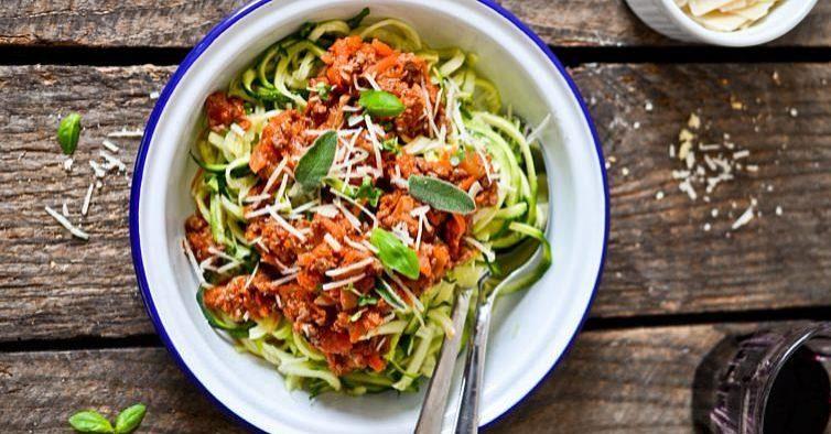 Esparguete à bolonhesa de courgette e cenoura