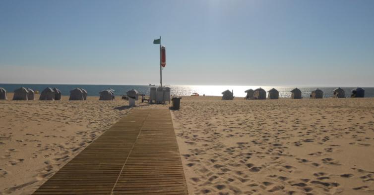 Lixo das praias portuguesas pode vir a ser recolhido por drones