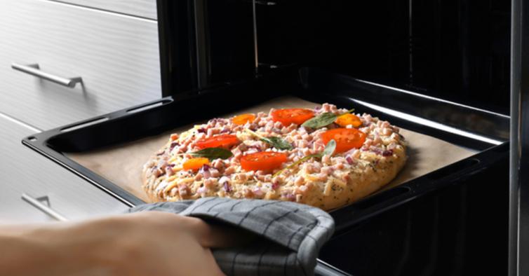 O truque viral para conseguir fazer três pizzas de uma vez no forno