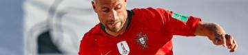 Quem é o enfermeiro futebolista campeão europeu que ajuda a salvar vidas