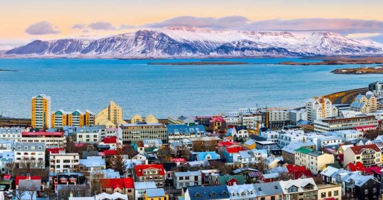 Novo surto com 100 casos na Islândia ligado a casal francês que não se quis isolar