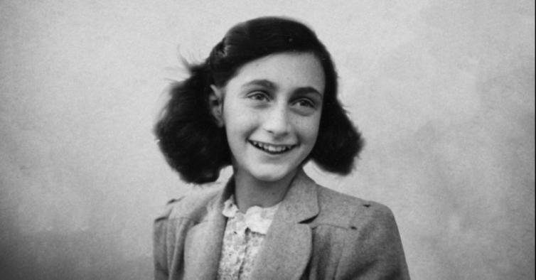Marca de cosméticos arrasada por lançar blush inspirado em Anne Frank