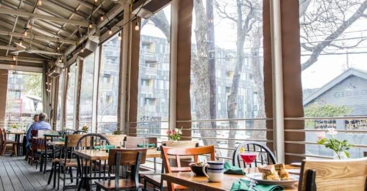 Restaurantes pedem às autarquias autorização para ter esplanadas cobertas no inverno