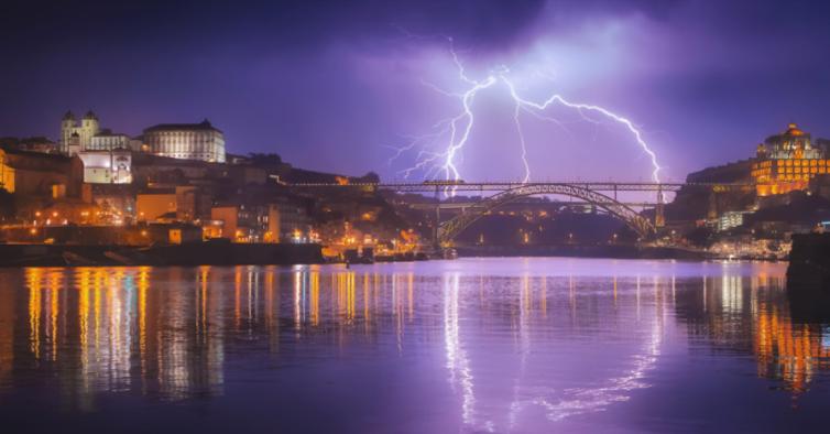 Um relâmpago sobre o Douro: esta é uma das melhores fotografias panorâmicas do mundo