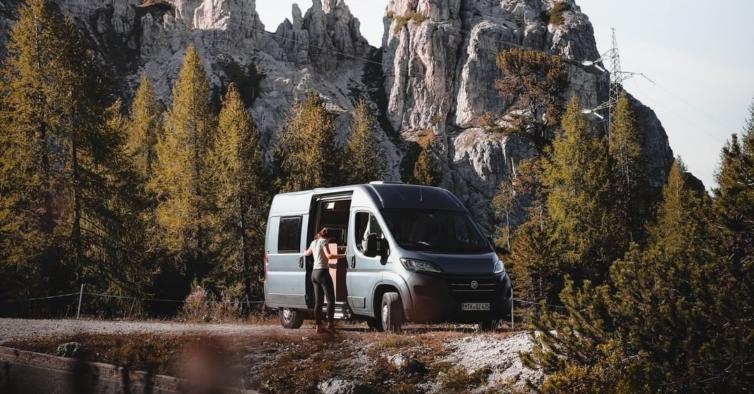 Estas road trips de outono vão ajudá-lo a conhecer o País de autocaravana
