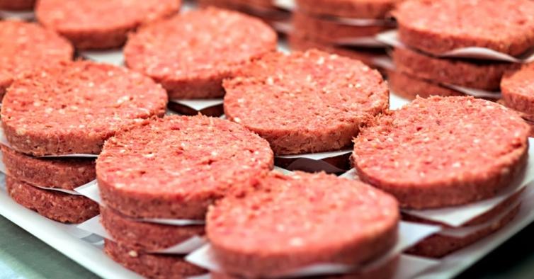 Muita carne vermelha e sal: os erros que roubam mais anos saudáveis aos portugueses