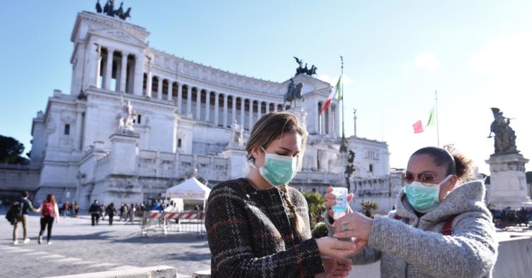 Itália encerra cinemas e teatros. Espanha com recolher obrigatório até às 6 da manhã