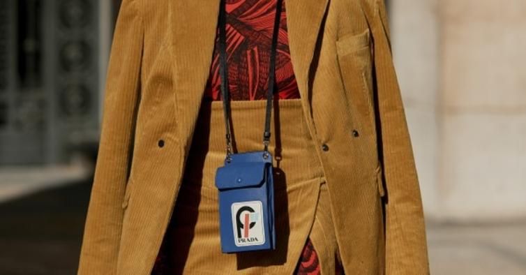 10 bolsas tendência para levar o telemóvel a tiracolo onde quer que vá