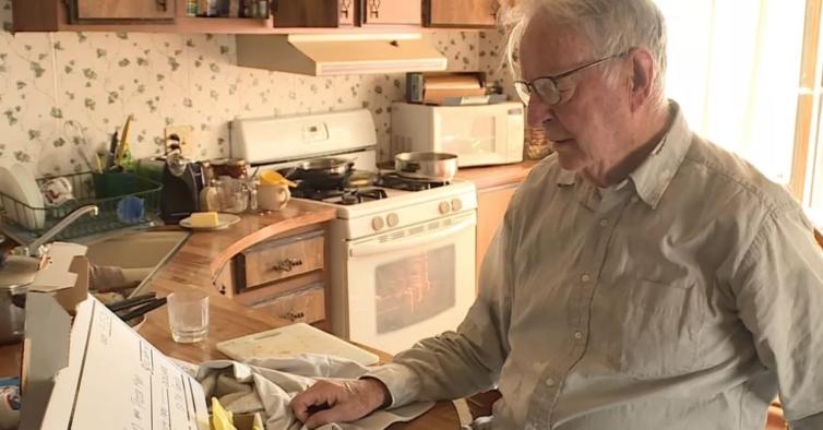 A história do senhor de 89 anos que entrega pizzas e recebeu 10 mil euros de gorjeta