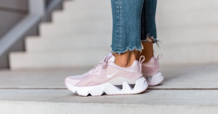 Há sapatilhas e peças de roupa da Nike com descontos até 50%