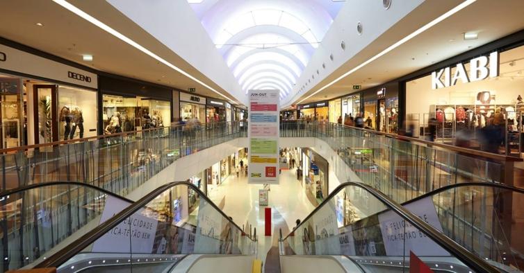 Centros comerciais em Matosinhos vão passar a encerrar às 21 horas