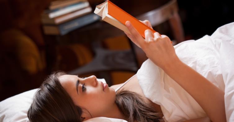 Sofre de insónias? Chegou o livro que tem histórias de adormecer só para adultos
