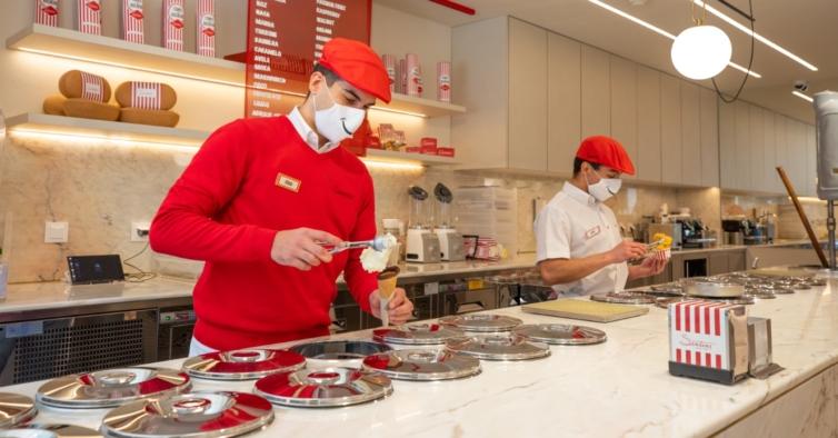A Santini volta ao Chiado com uma nova loja e produção de cones de bolacha ao vivo