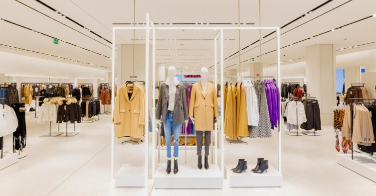 As calças desportivas de cintura subida da Zara são um fenómeno (e custam 17,95€)