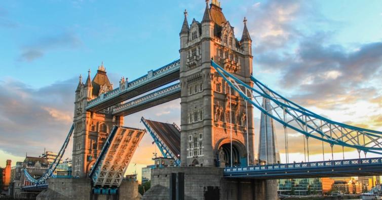 Quarentena no Reino Unido vai ser encurtada para quem tiver teste negativo à Covid-19