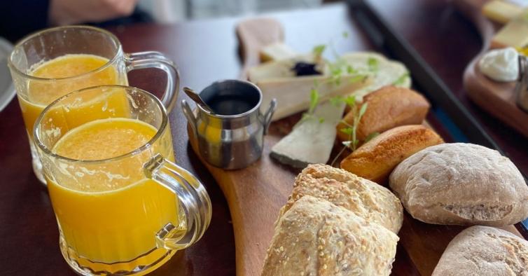 O novo brunch de Lisboa está carregado de queijo — e é um enorme sucesso