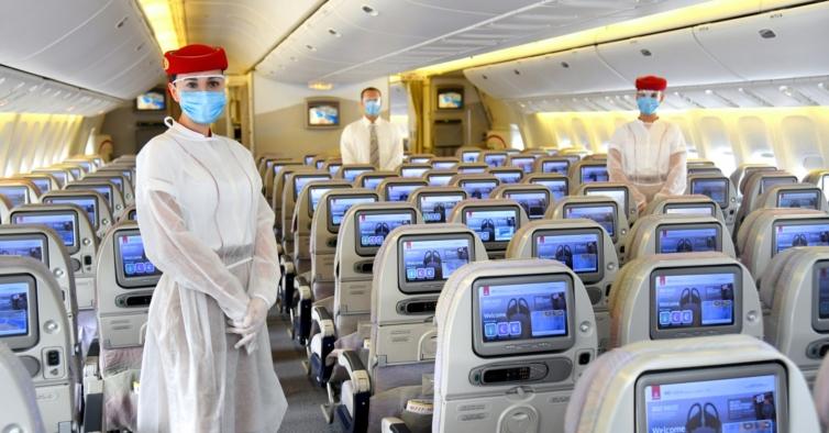 Vacinas chegam à aviação. Emirates avança com plano de vacinação para toda a companhia