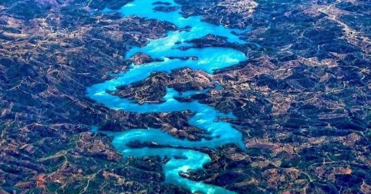A incrível ribeira que parece um dragão e que os chineses adoram fica no Algarve
