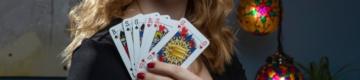 Neste baralho de cartas não há dama nem rei — tudo em nome da igualdade de género