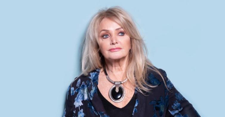 Aos 69 anos, Bonnie Tyler aprendeu a nadar durante o confinamento no Algarve