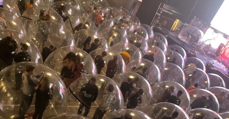Neste concerto dos Flaming Lips toda a gente estava numa bolha
