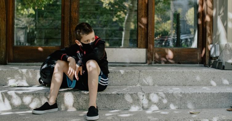 Pfizer afirma que vacina tem eficácia superior a 90% em miúdos dos 5 aos 11 anos