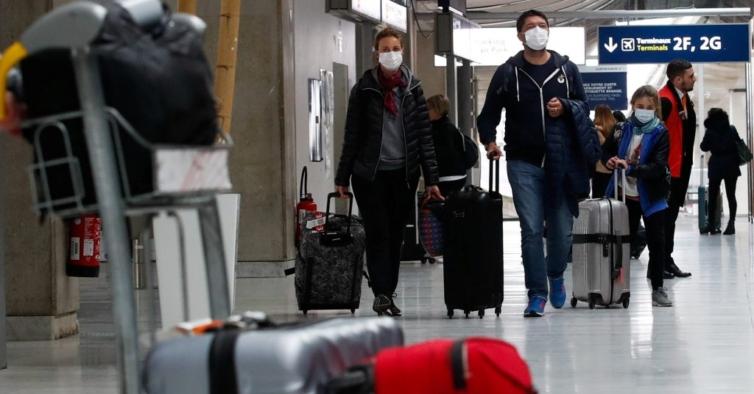 Testes à Covid-19 passam a ser obrigatórios para viajar para França