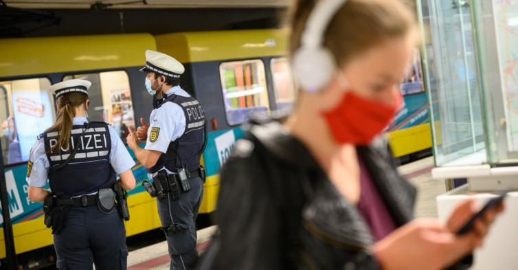 Depois de novo recorde de mortes, Alemanha pode fechar fronteiras para travar pandemia