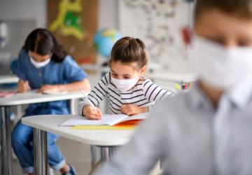 Creches, pré-escolar e primeiro ciclo deverão abrir no mesmo dia — ainda em março