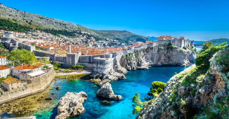 Há uma forma de ir para a Croácia em teletrabalho durante um ano (e levar a família)