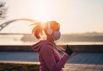 Especialistas alertam: corredores devem usar máscara para não contagiarem os outros