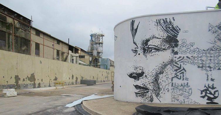 Passe pelo maior mural do Vhils