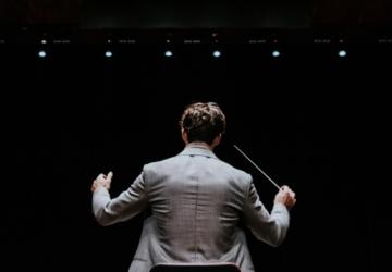Não há espetáculos ao vivo, mas podemos ouvir concertos da Orquestra Gulbenkian