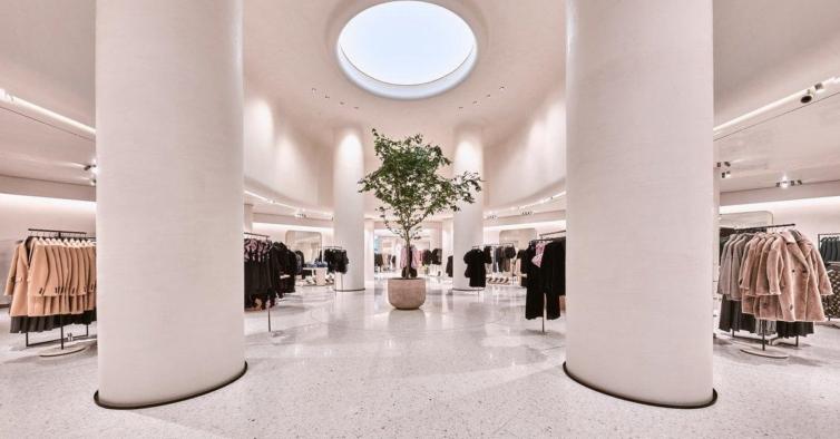 Zara lançou bonés tendência com iniciais — e os modelos esgotaram logo