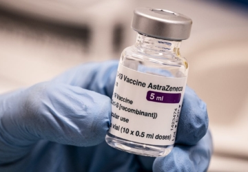 Reações à vacina da AstraZeneca colocaram de baixa quase 100 professores em Espanha