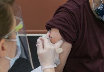 Quem tem 55 anos já pode fazer o agendamento online da vacina contra a Covid-19