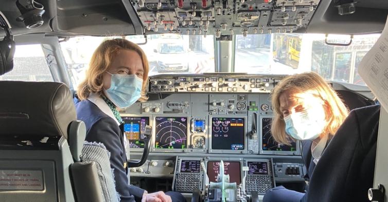 Transavia celebrou Dia da Mulher num voo Paris-Porto com tripulação 100% feminina