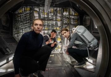 """""""Passageiro Acidental"""": o novo filme tenso (e sufocante) da Netflix passado no espaço"""