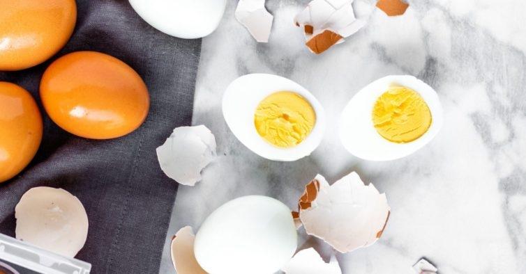 O truque para tirar a casca ao ovo cozido em segundos