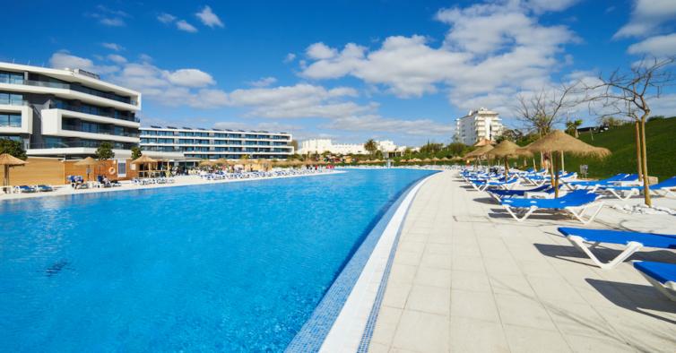 O hotel incrível em Alvor com Tudo Incluído onde vai querer passar o verão em família