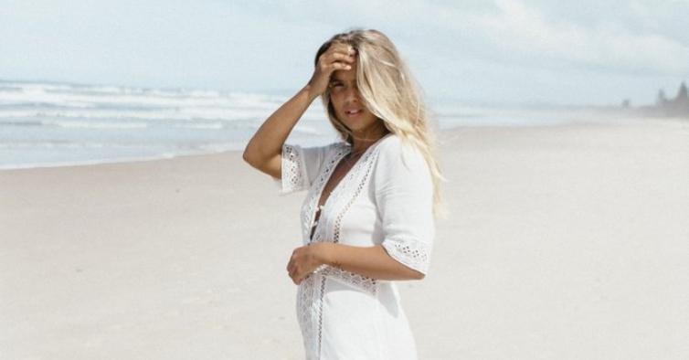 Os 10 vestidos mais bonitos e elegantes para ver o pôr-do-sol na praia