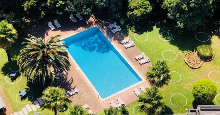 Está a chegar ao centro de Lisboa o brunch com direito a mergulhos na piscina