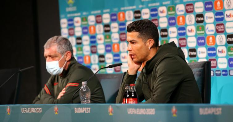 Ronaldo escondeu as garrafas — e a Coca-Cola perdeu três mil milhões de euros