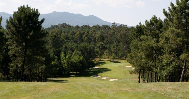 Este fim de semana pode ir jogar golfe sem pagar um único cêntimo