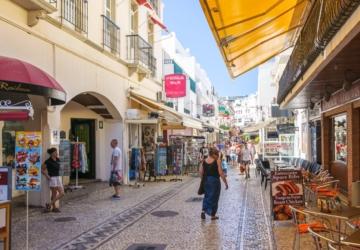 Por causa das novas restrições, os lisboetas já começaram a cancelar férias no Algarve