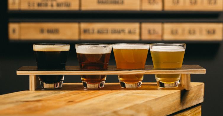 5 e Meio: há um novo taproom na Ericeira para petiscar com cerveja artesanal